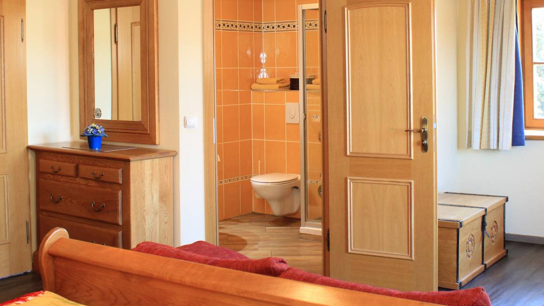 Bad im großen Doppelzimmer